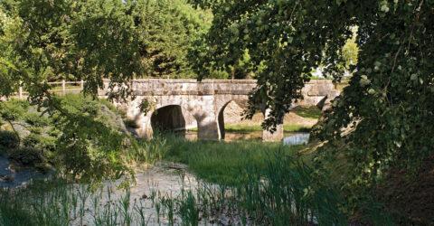 Le Pont des douves à Guibeville
