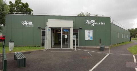Entrée de la piscine des 3 Vallées à Breuillet